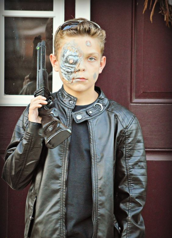 let your son feel cool with this Terminator costume