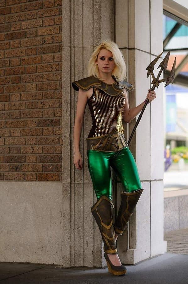 sensational femme Aquaman
