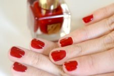 21 hot red nails are classics