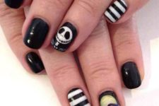 23 Nightmare before Christmas nails