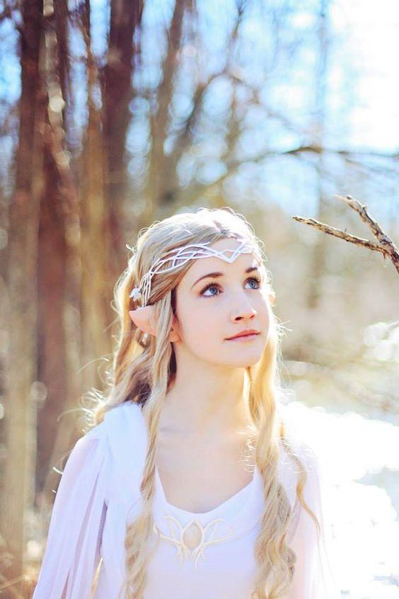 beautiful Lady Galadriel cosplay