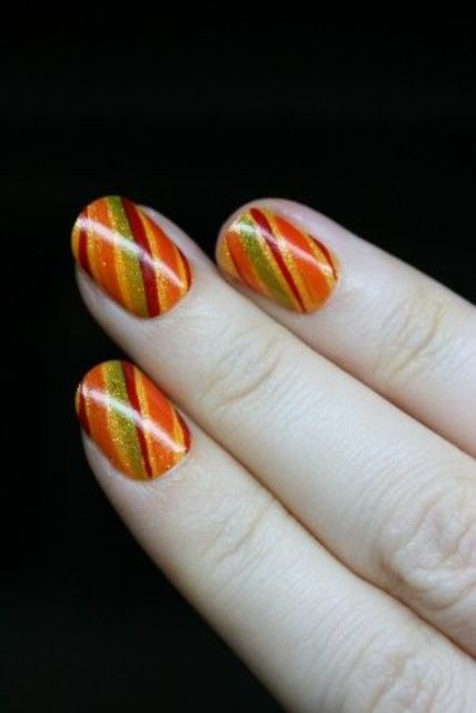 fall striped nails are suitable for Thanksgiving