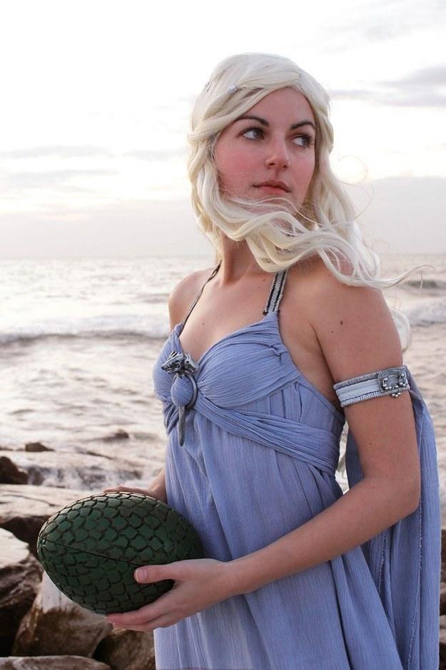 Queen Daenerys look in a lavender dress