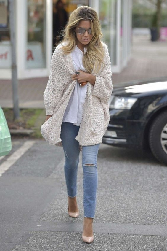 white chunky knit cardigan with jeans and heels