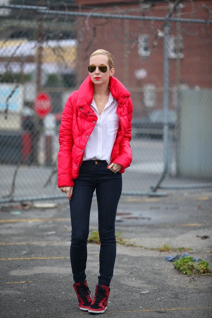 With classic white shirt, skinny jeans and sneakers