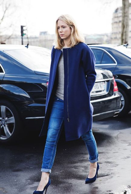 With gray shirt, cuffed jeans and blue pumps