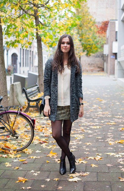 Long blazer, loose blouse and ankle boots fall outfit
