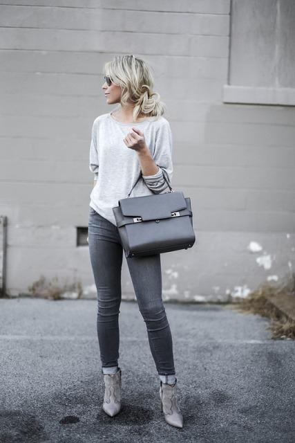With loose shirt, big bag and skinnies