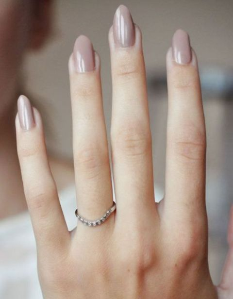 almond shaped pastel nails are suitable for work
