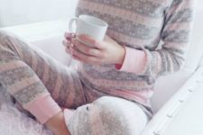 06 grey and pink pyjamas with long sleeves is comfy for wearing in the fall
