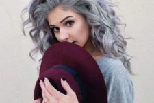 08 silver hair can look very soft and tender