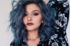 Short blue hair looks pretty and different at the same time