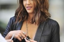21 long wavy bob hairstyle with highlights