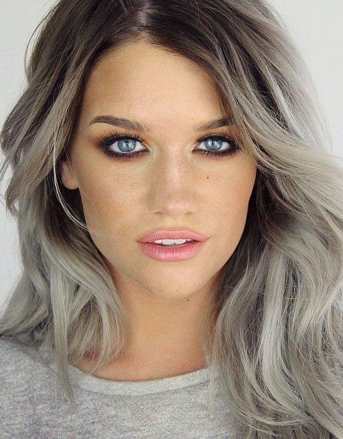 grey hair with dark roots look contrasting