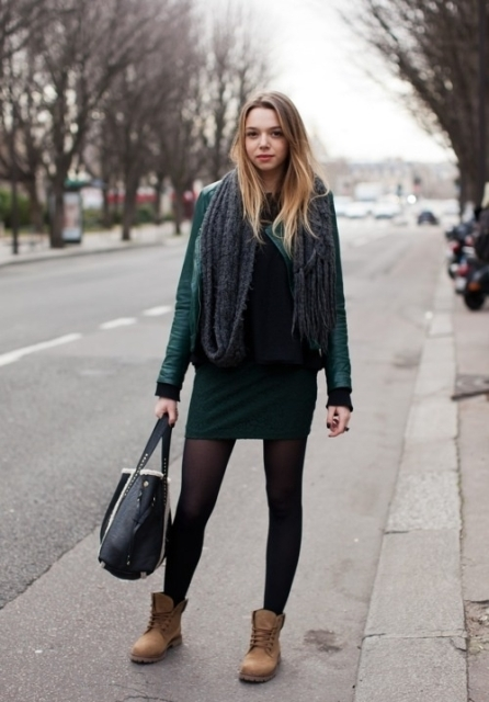 Femenine outfit with Timberland boots, emerald leather jacket, oversized scarf and mini skirt