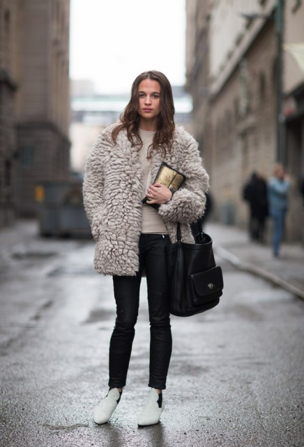 With fur short coat, skinny pants and big bag