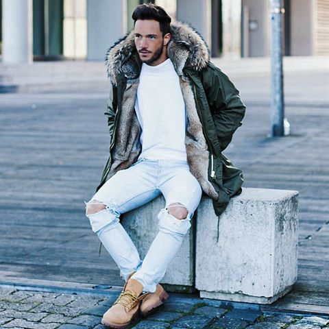 Timberland boots outfit with white sweater, distressed jeans and parka
