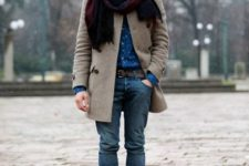02 jeans, a beige coat, boots and a contrasting scarf