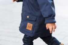 05 a navy coat, a navy scarf, jeans and brown leather boots
