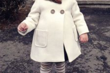 05 a white coat, striped leggings, a beanie and boots