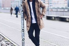 06 a t-shirt, a black cardigan and a parka for a weekend look