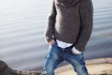 10 bleached jeans, a dark grey sweater, a knit scarf and grey Converse