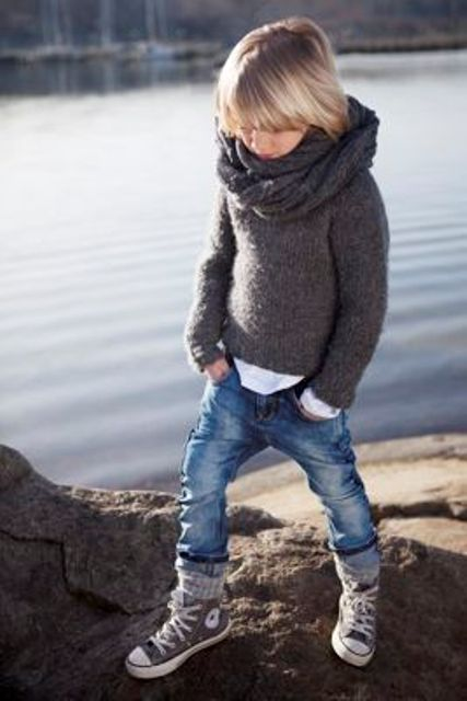 bleached jeans, a dark grey sweater, a knit scarf and grey Converse