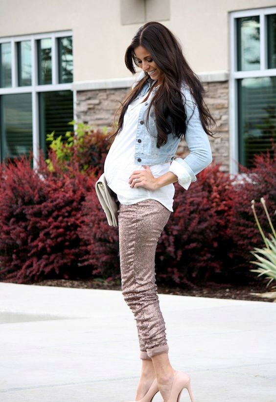 fa23f5246f0 16 Cute Winter Holiday Maternity Outfits - Styleoholic