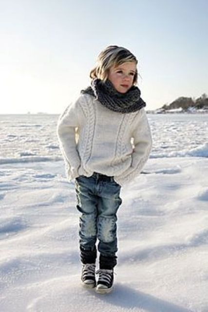 jeans, a white cable knit sweater, Converse and a knit scarf