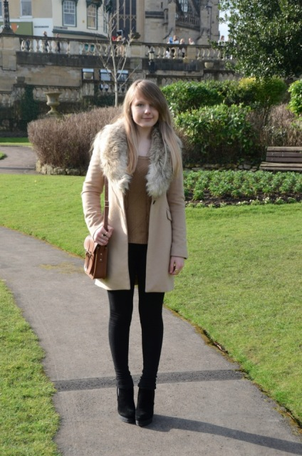 With light brown shirt, leggings, ankle boots and brown small bag