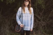 With long sweater, leggings and two color bag