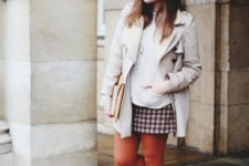 With printed mini skirt, sweater, beige coat and beret
