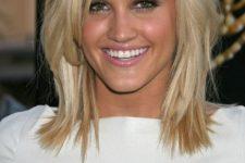 layered haicut for blonde medium-length hair