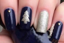 04 navy nails with a glitter tree, accent nail and gems