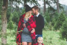05 black, denim and tartan outfits for a cozy family look