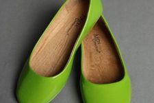 13 lime green glossy flats