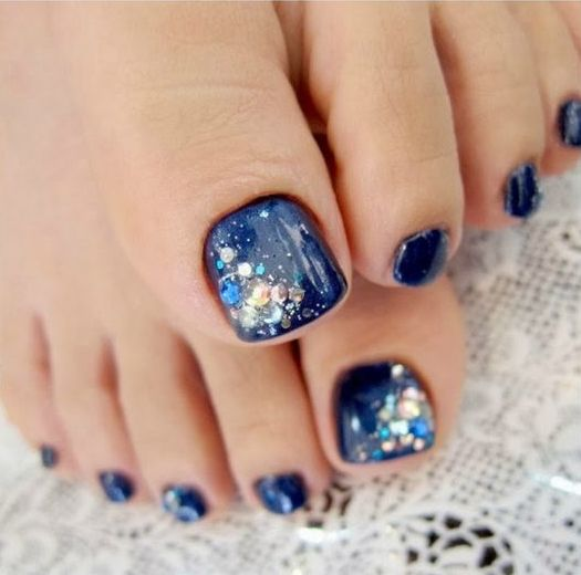 navy pedicure with blue rhinestones - 19 Cute Toe Nail Designs For Winter - Styleoholic
