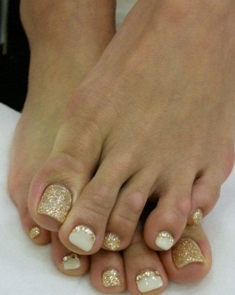 white and gold glitter pedicure