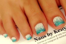 18 white and turquoise nails with a glitter touch