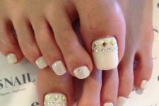 19 white nails with studs are always stylish and winter-like