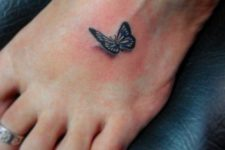 Small 3D tattoo on the foot