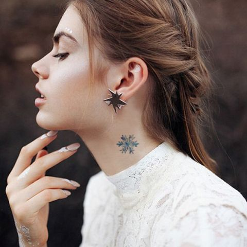28 Incredible Small Neck Tattoos For Women - Styleoholic