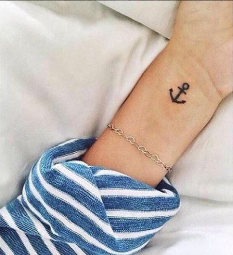 25 excellent small anchor tattoo ideas for women styleoholic. Black Bedroom Furniture Sets. Home Design Ideas