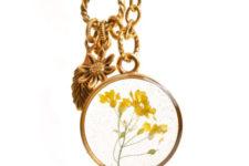DIY dried flower resin pendants