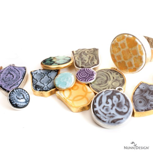 DIY faux enamel resin pendants (via www.nunndesign.com)