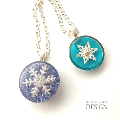 DIY snowflake resin jewelry (via www.beadinggem.com)