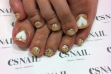05 gold glitter nails with white hearts