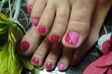 07 color block pink and red pedicure