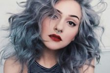 07 soft pastel blue and grey hairstyle and curls on for a grunge look
