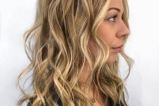 18 dark blonde bottom color with lighter highlights throughout